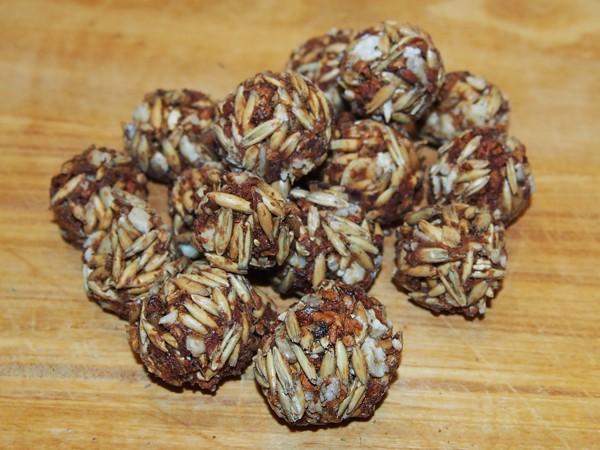 Kuličky s jablky, ovsem a ořechy 100 g