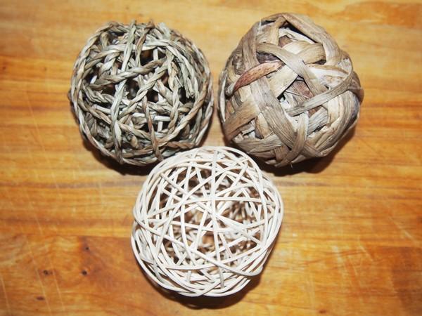 Sada míčků: ratan, mořská tráva a vodní hyacint