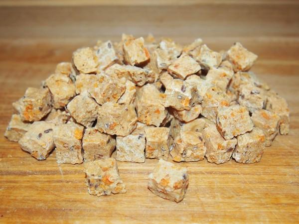 Mrazem sušené kuřecí kostky s batáty 150 g