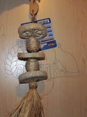Závěsná hračka z lufy a trávy 30 cm