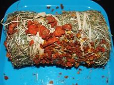 Senný váleček s mrkví a dýní 200 g