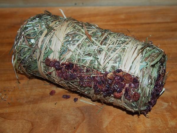 Senný váleček s jahodami a brusinkami 200 g